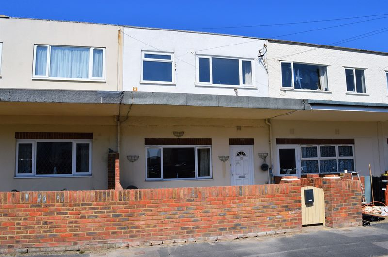 2 Bedrooms Flat for sale in Southwood Road, Hayling Island