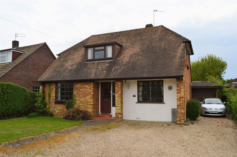 4 Bedrooms Detached House for sale in Sinah Lane, Hayling Island