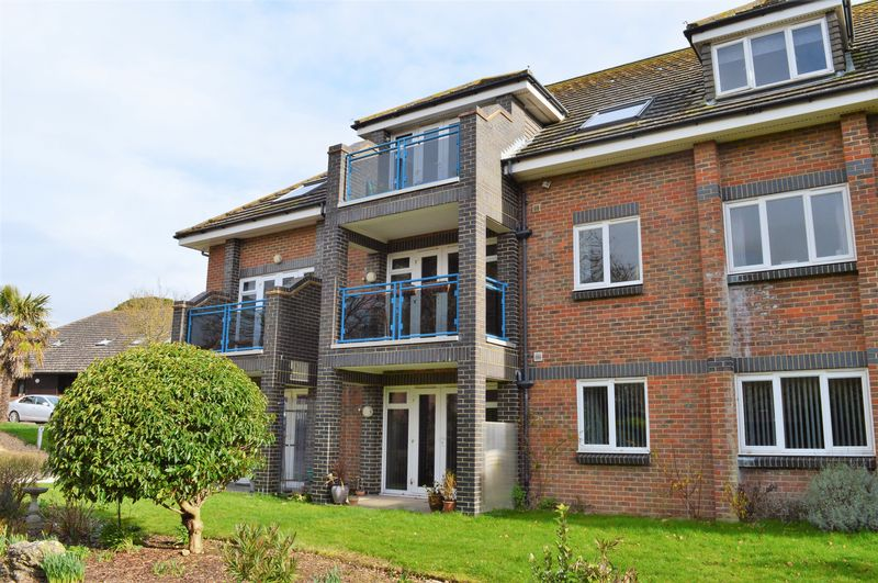 2 Bedrooms Flat for sale in The Gate House Apartments, Hayling Island