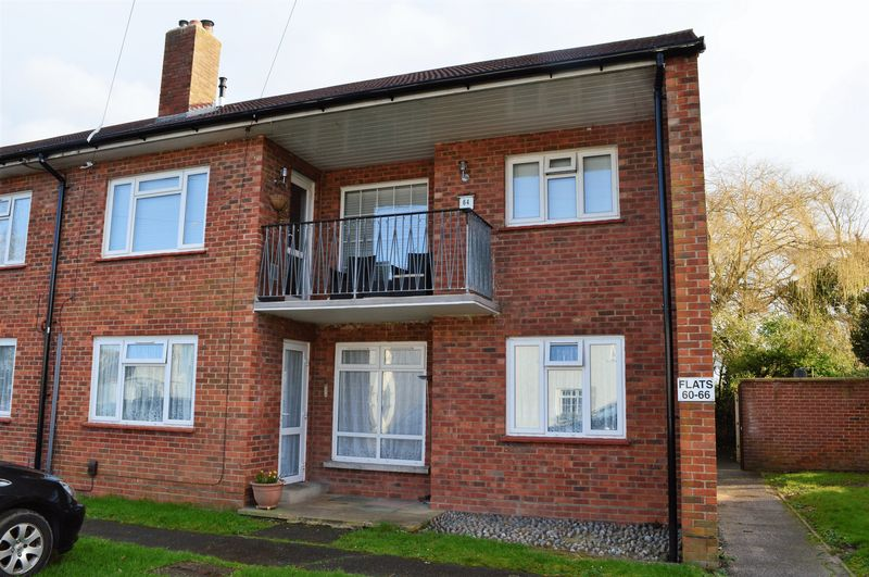 2 Bedrooms Flat for sale in Salterns Lane, Hayling Island