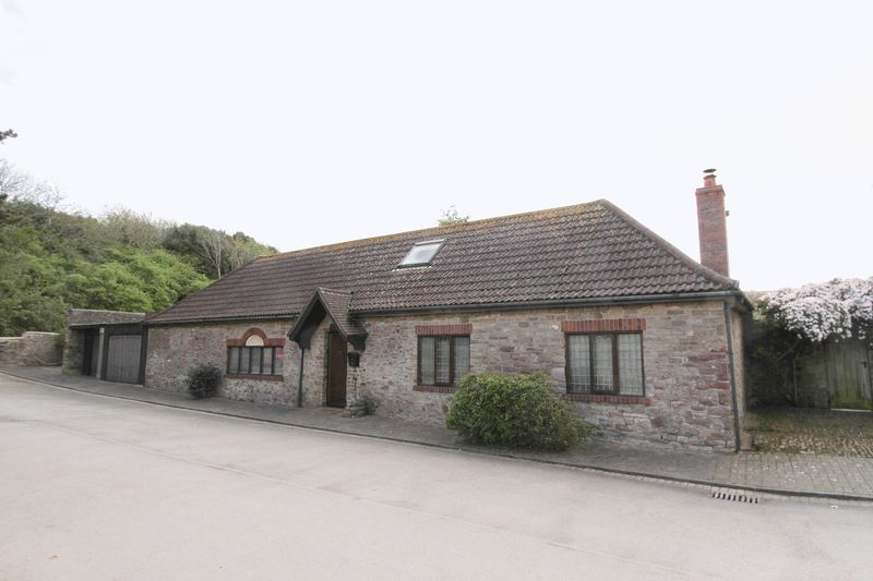 3 Bedrooms Detached House for sale in Castle Road, Clevedon
