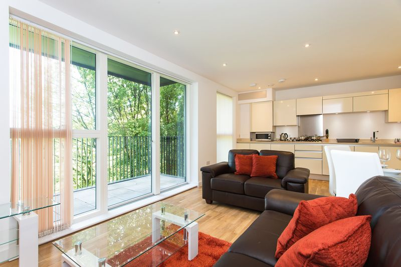 2 Bedrooms Flat for sale in Manor Road, London