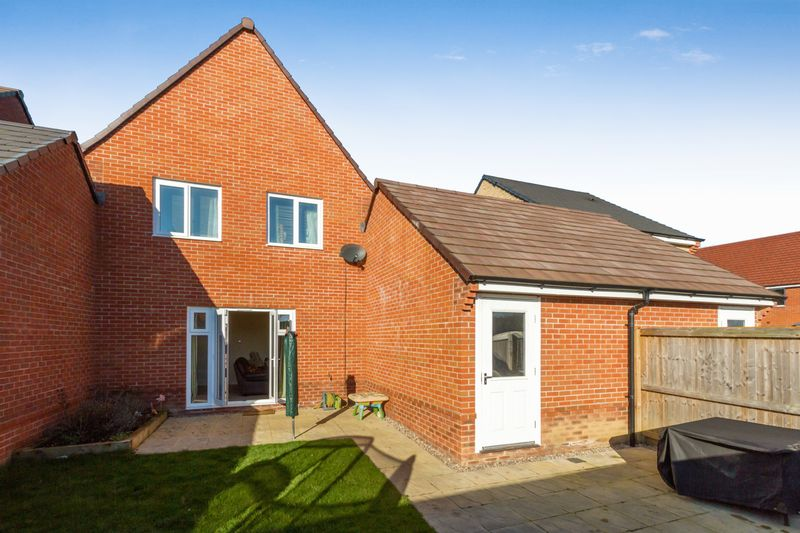 3 Bedrooms Detached House for sale in Jubilee Way, Bicester