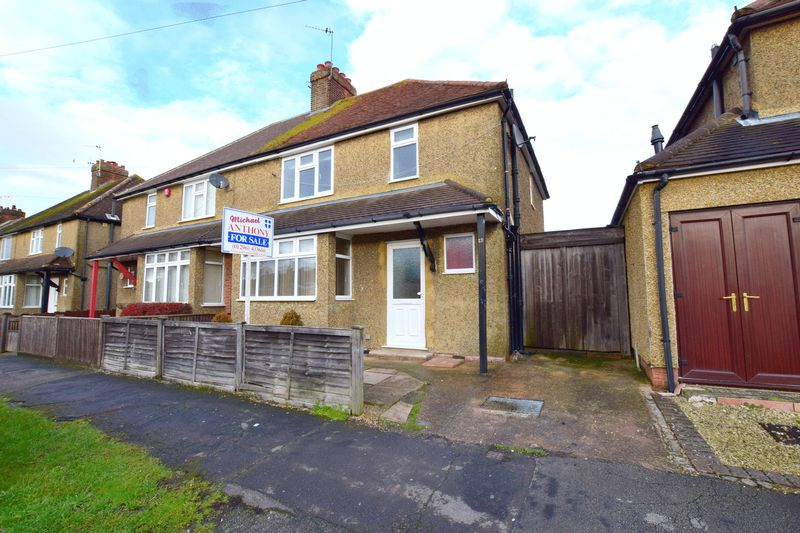 3 Bedrooms Semi Detached House for sale in Byron Road, Aylesbury