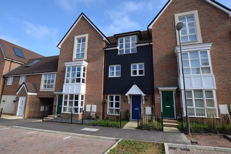 3 Bedrooms Terraced House for sale in Drewitt Place, Aylesbury