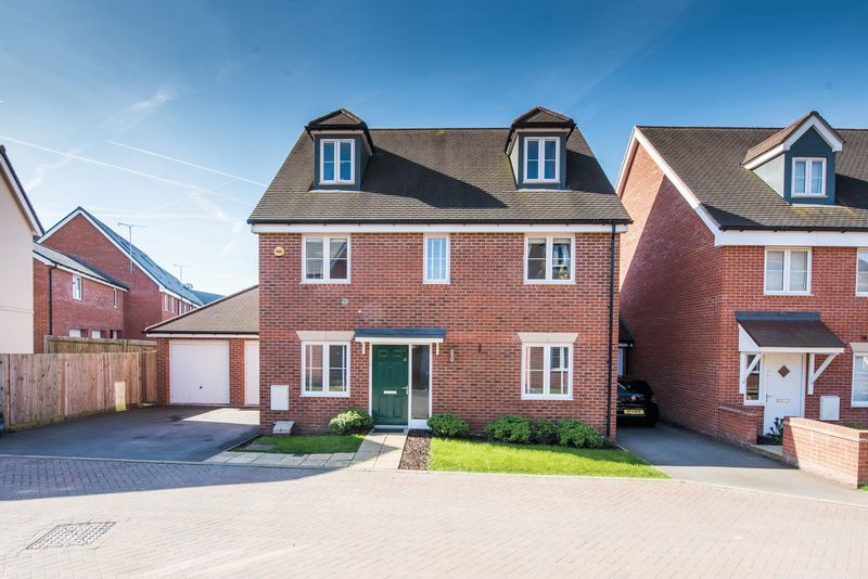 5 Bedrooms Detached House for sale in Lawson Way, Aylesbury