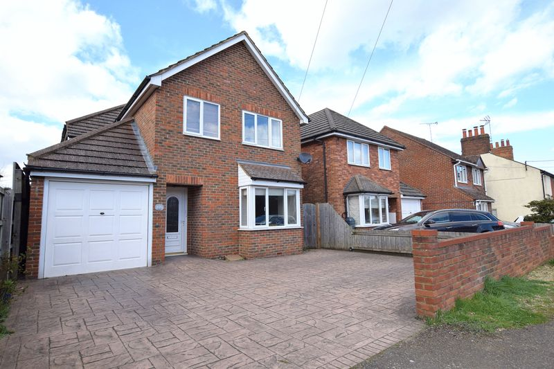 4 Bedrooms Detached House for sale in Stone