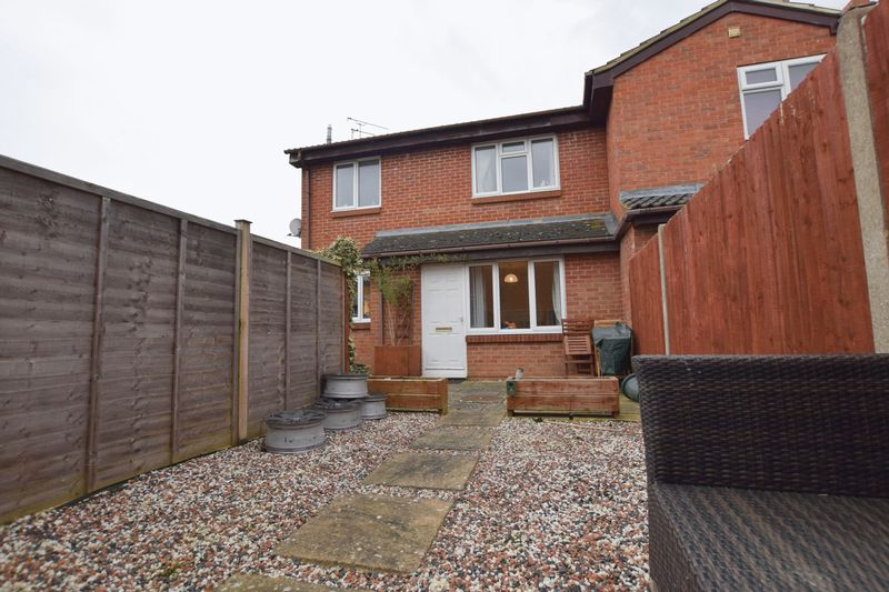 1 Bedroom Terraced House for sale in Vickery Close, Aylesbury