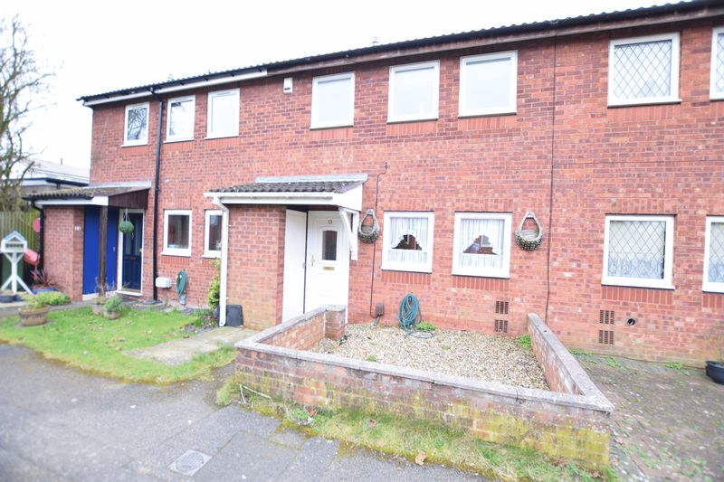 3 Bedrooms Terraced House for sale in Evenlode Close, Aylesbury