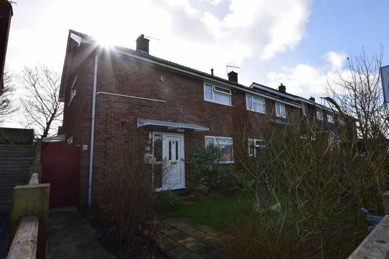 3 Bedrooms Terraced House for sale in Holland Road, Aylesbury