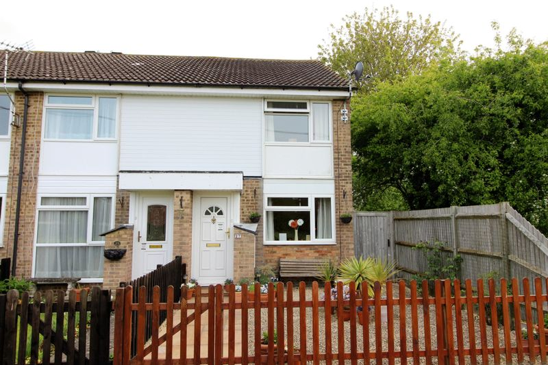 2 Bedrooms House for sale in Lower Close, Aylesbury