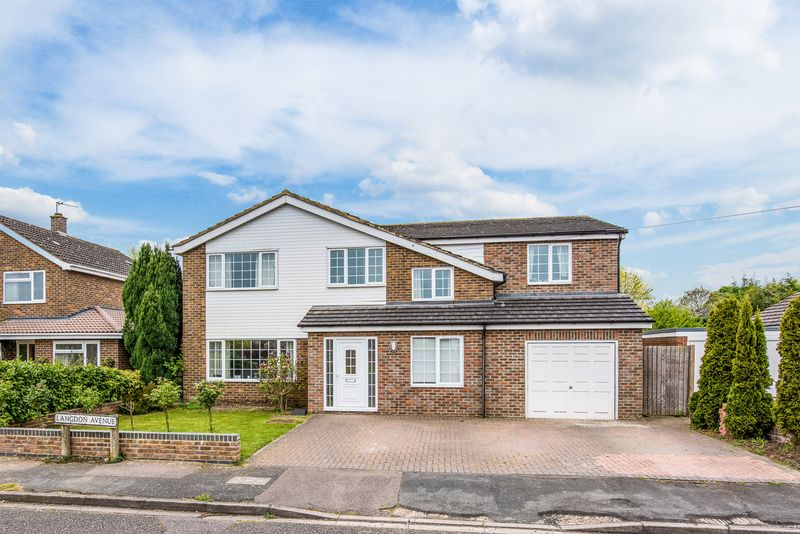 5 Bedrooms Detached House for sale in Langdon Avenue, Aylesbury