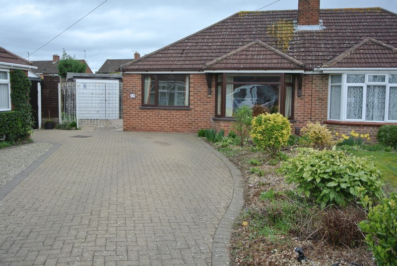 2 Bedrooms Semi Detached Bungalow for sale in Rodney Close, Longlevens, Gloucester, GL2 9DG