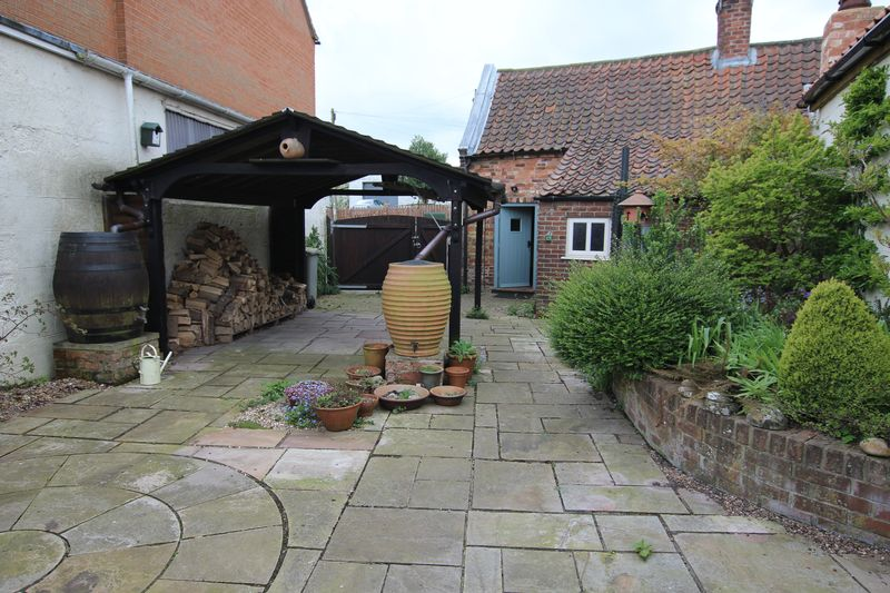 2 Bedrooms Cottage House for sale in The Cottage, Market Place, Binbrook