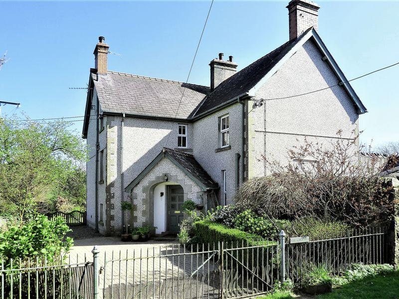 4 Bedrooms Detached House for sale in Dolydd, Caernarfon, Gwynedd