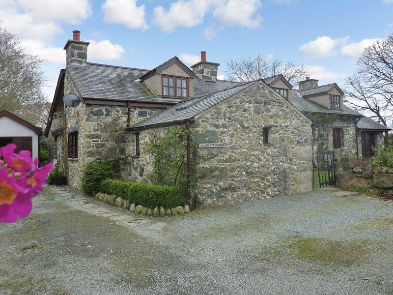 4 Bedrooms Property for sale in Llanfaglan, Caernarfon, Gwynedd.