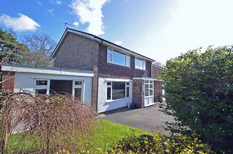 4 Bedrooms Detached House for sale in On the edge of Strawberry Hill in Clevedon