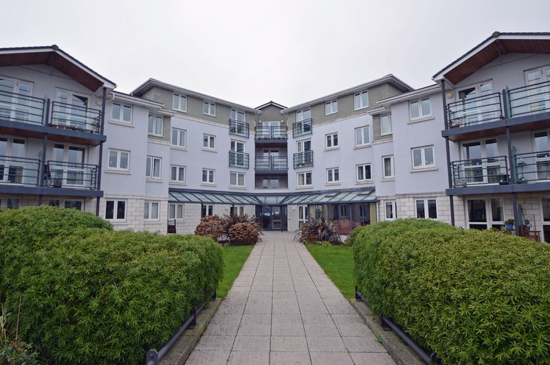 2 Bedrooms Flat for sale in Retirement apartment near Portishead Marina