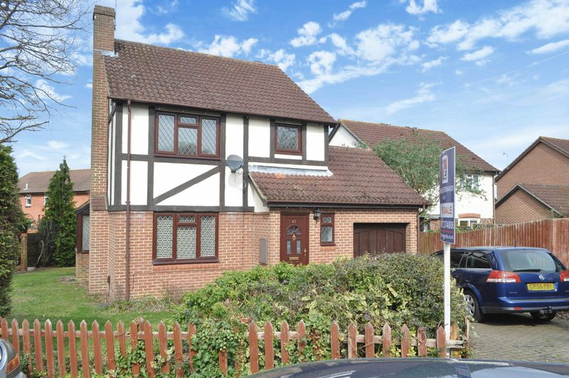 3 Bedrooms Detached House for sale in Bickney Way, Fetcham