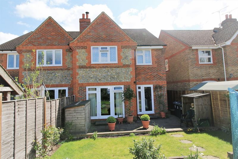3 Bedrooms Semi Detached House for sale in Little Kimble