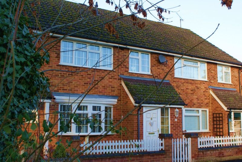 3 Bedrooms Terraced House for sale in Emmer Green, Reading