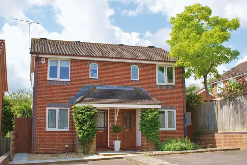 2 Bedrooms Semi Detached House for sale in Twyford, Berkshire.