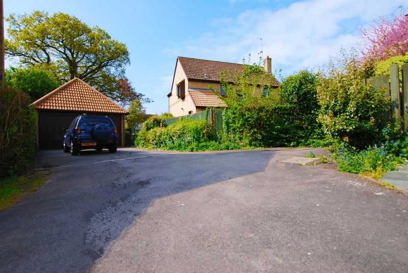 4 Bedrooms Detached House for sale in Twyford, Berkshire.