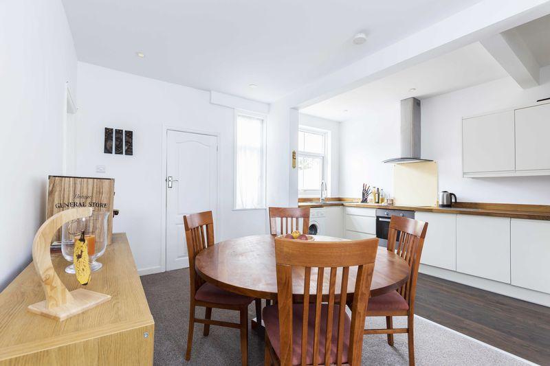 2 Bedrooms Flat for sale in Queen Street, Emsworth