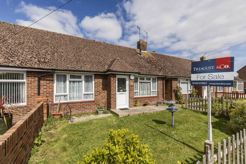 2 Bedrooms Semi Detached Bungalow for sale in Bosmere Gardens, Emsworth
