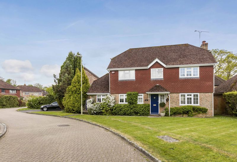 4 Bedrooms Detached House for sale in Nuthatch Close, Rowlands Castle