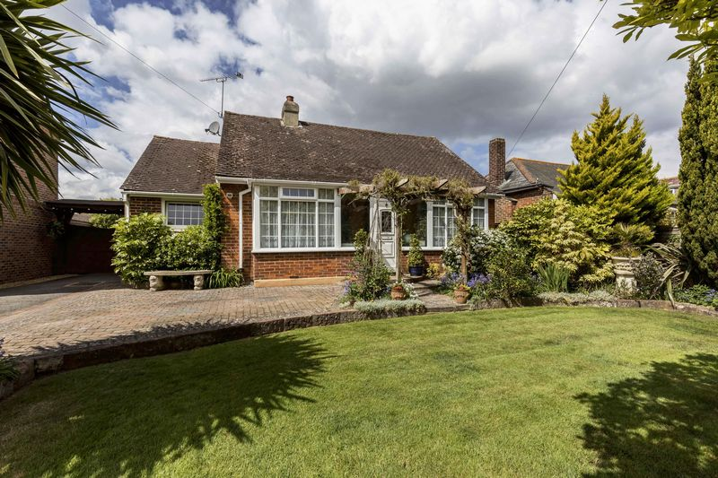 2 Bedrooms Detached Bungalow for sale in Salthill Road, Fishbourne
