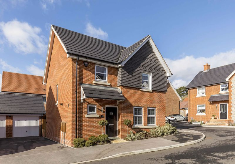 4 Bedrooms Detached House for sale in Lapwing Close , Emsworth