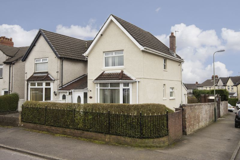 3 Bedrooms Semi Detached House for sale in Craiglas Crescent, Blackwood