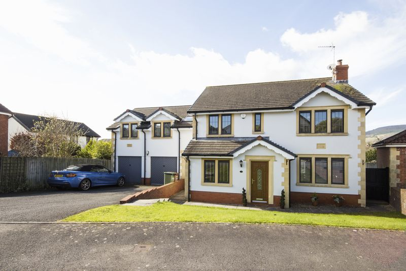 5 Bedrooms Detached House for sale in Tyn-Y-Coedcae, Caerphilly