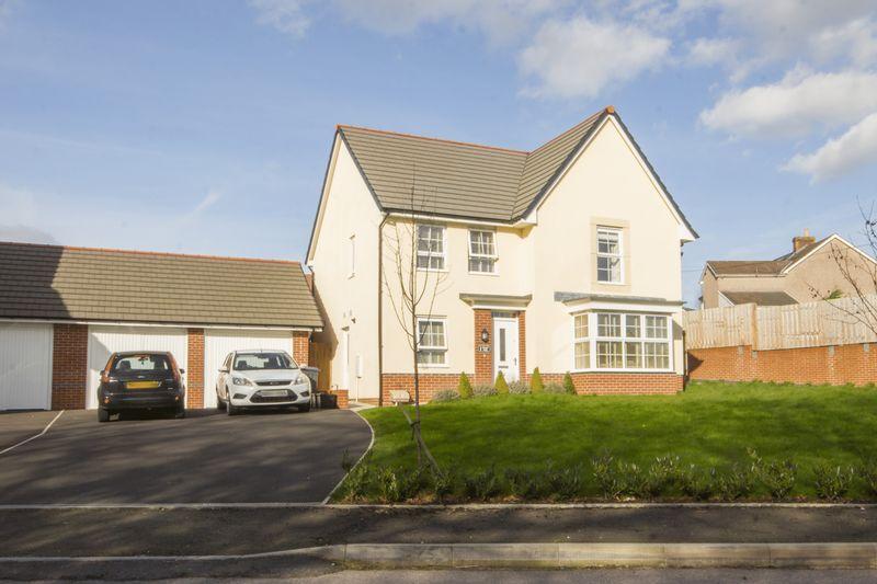 4 Bedrooms Detached House for sale in Chapel Walk, Pontypool