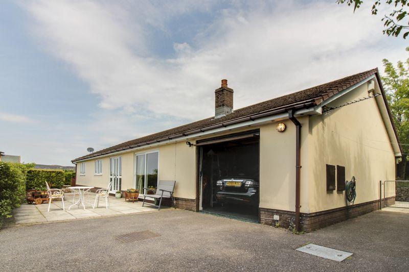 3 Bedrooms Detached Bungalow for sale in Upper Coed Cae Road, Pontypool