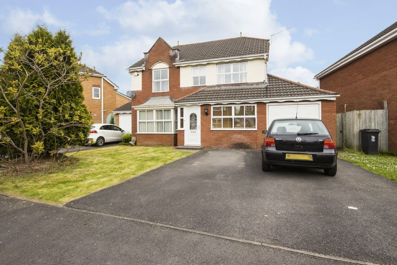 4 Bedrooms Detached House for sale in Manor Park, Newport
