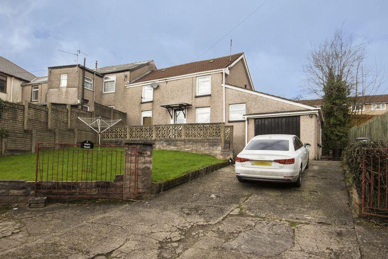 3 Bedrooms Semi Detached House for sale in Wern Road, Pontypool