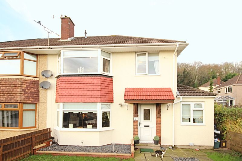 3 Bedrooms Semi Detached House for sale in Glanwern Close, Newport