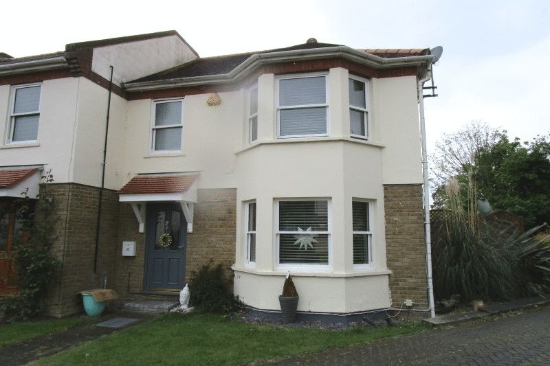 3 Bedrooms House for sale in Parkgate, Park Road , Westcliff-On-Sea