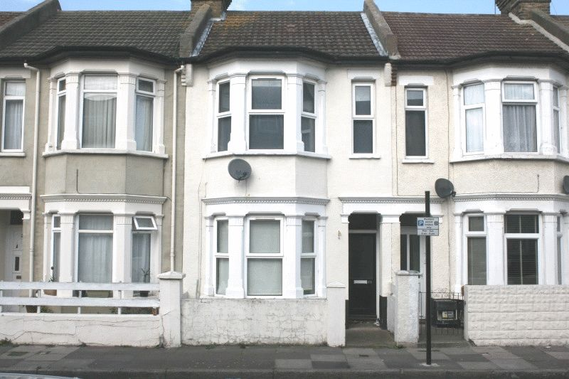 3 Bedrooms Terraced House for sale in Burnaby Road, Southend-on-Sea