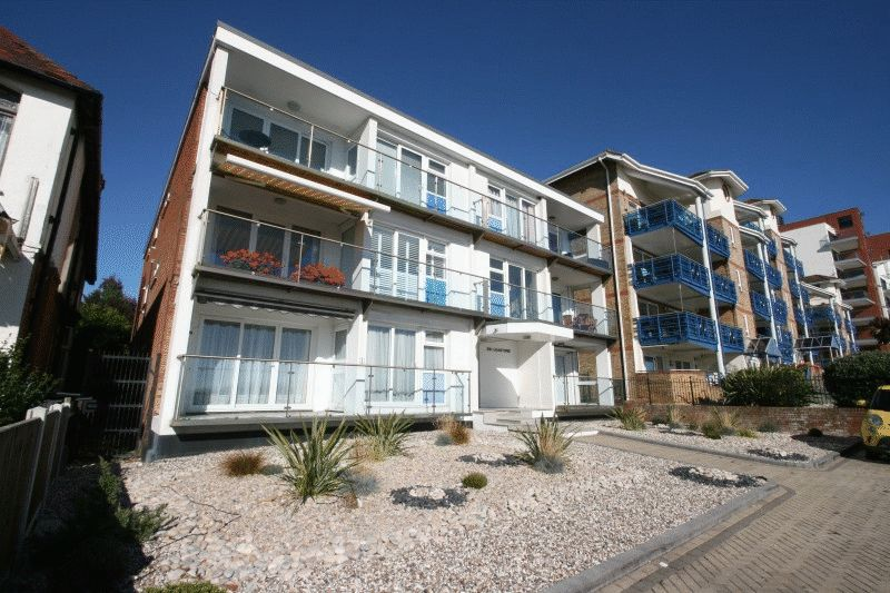 3 Bedrooms Flat for sale in The Leas, Westcliff-On-Sea