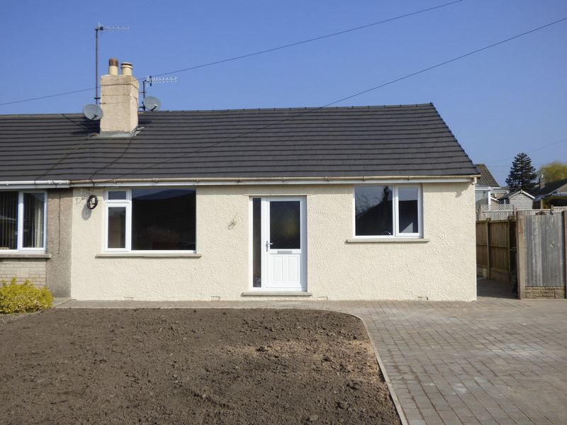 2 Bedrooms Semi Detached Bungalow for sale in Loughrigg Avenue, Kendal