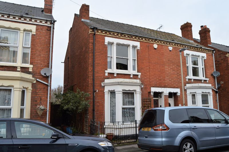 3 Bedrooms Semi Detached House for sale in All Saints Road, Gloucester