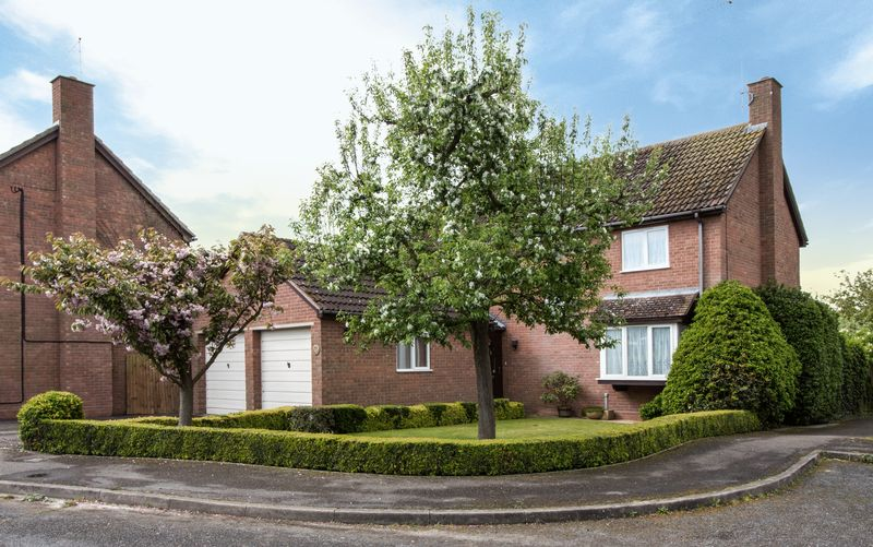 4 Bedrooms House for sale in Huntings Drive, Sawtry, Huntingdon, Cambridgeshire.