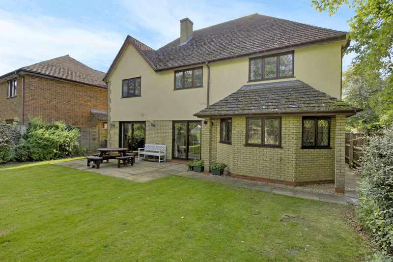 5 Bedrooms Detached House for sale in Chestnut Grove, Great Stukeley, Huntingdon, Cambridgeshire