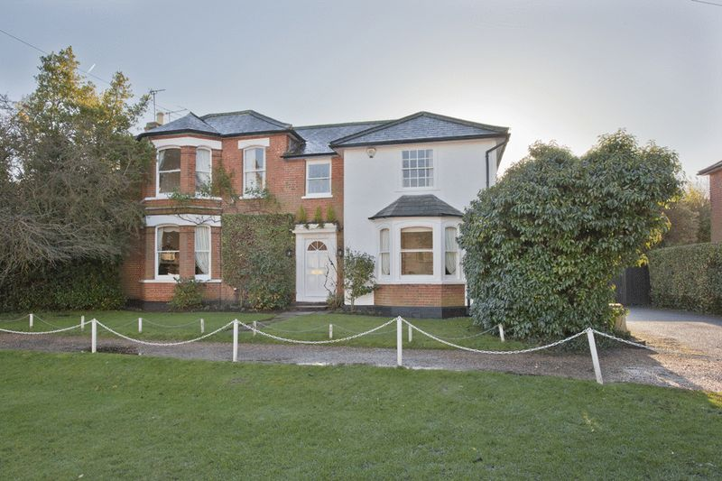 5 Bedrooms Detached House for sale in Lynfield House, 33 High Street, Stock Village