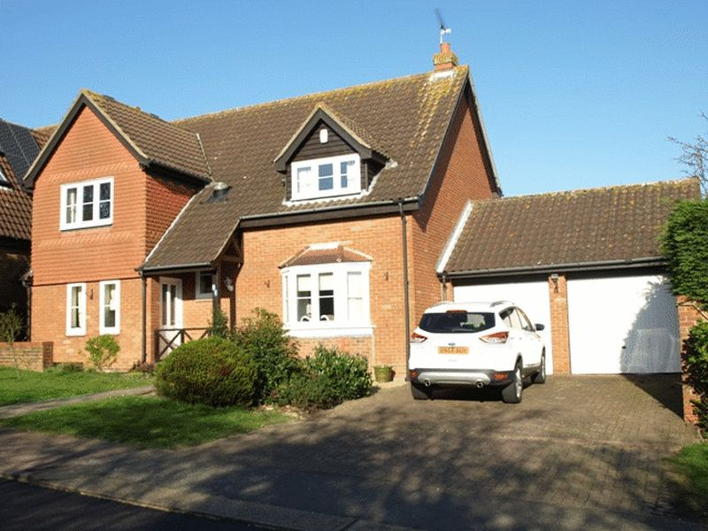 4 Bedrooms Detached House for sale in Kennel Lane, Billericay