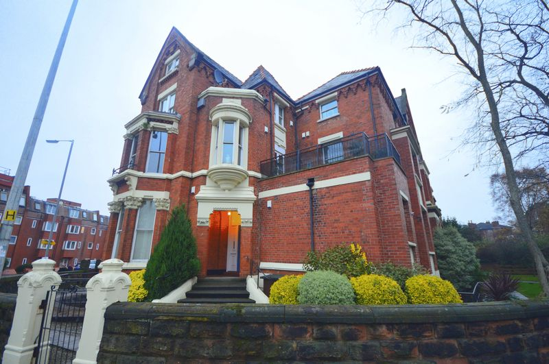 2 Bedrooms Flat for sale in Princes Gate East, Liverpool