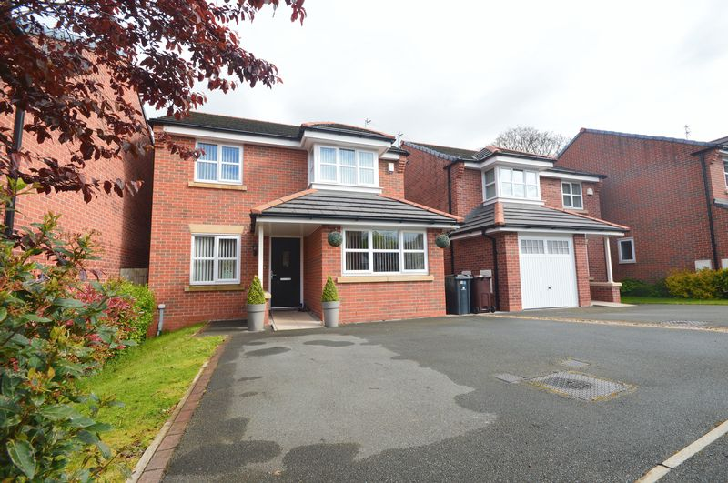 3 Bedrooms Detached House for sale in Earle Avenue, Huyton